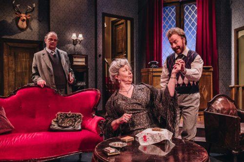 Christopher Wren vie keksin rouva Boylen kädestä