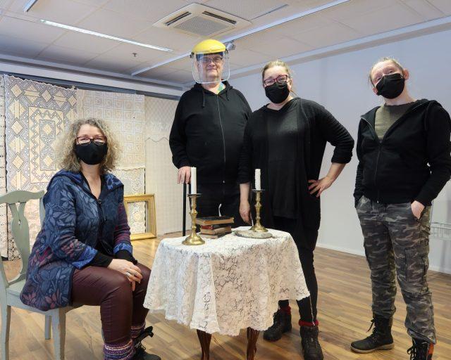 Minna Maaria Virtanen, Markku Maasilta, Anna Ojanne ja Suvi-Maaria Virta pop up -tilassa.