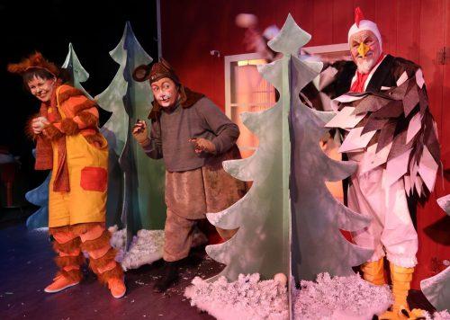 Kukko, Rotta ja Millakissa ovat lumisotaa